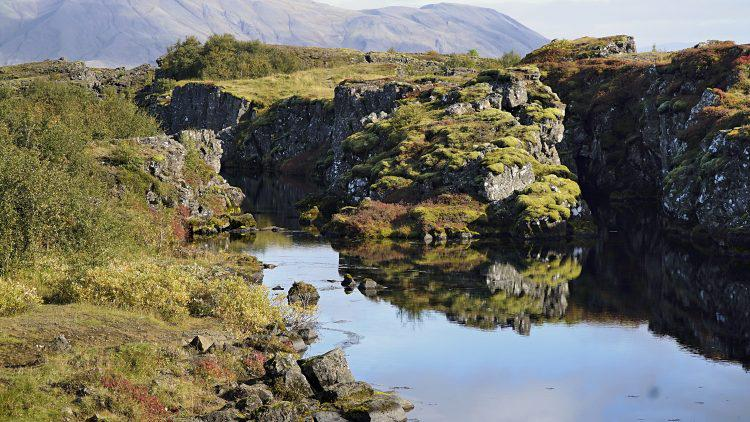 Golden Circle Tour: Diving between Europe and America's tectonic plates